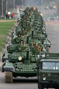 T72B_Minsk_Parade_May_2005_1